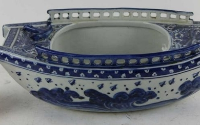 CHINESE ANTIQUE PORCELAIN BOAT