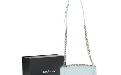 Chanel - Boy old medium en cuir caviar matelassé vert d'eau, garniture en métal argenté brillant Crossbody bag