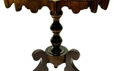 Coffee table in mahogany, nineteenth century. With