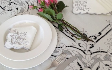 Hand-embroidered tablecloth - Carving (1) - Cotton