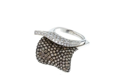MONSEO - Gold ring with diamonds