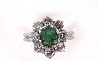 RING in 18K white gold holding an emerald in a setting of brilliant-cut diamonds. TDD: 55. Gross weight : 4.26 gr. A gold, emerald and diamond ring.