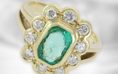 Ring: classic yellow gold emerald ring with diamonds, total approx. 2.35ct, 14K gold