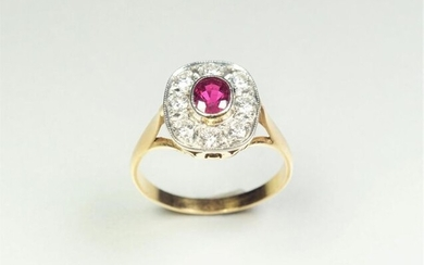 Ring in 18K (750/oo) yellow gold, the rectangular cushion-shaped plateau centered by an oval ruby (probably heated stone) set in a ring of brilliant-cut diamonds set on platinum (850/oo) calibrating together about 0.70 ct. TDD 60. Gross weight: 4.7 g.
