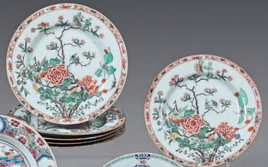 Six china plates. Kangxi (1662- 1722). Decorated with Green Family enamels, a large flowered rock, braid on the rim and gold thread, one with small shine, chips, small wears.