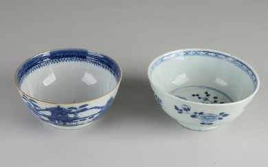 Two 18th century Chinese porcelain bowls. 1x Queng