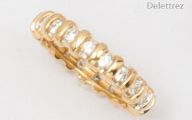 Yellow and white gold wedding band entirely set with brilliant-cut diamonds. Finger size: 54. P. Rough: 6g.