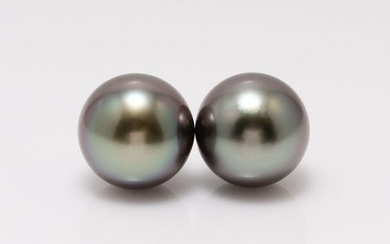 18 kt. White Gold - 10x11mm Peacock Tahitian Pearls