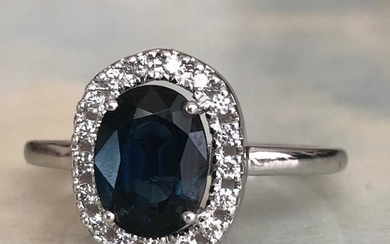18 kt. White gold Ring with 2.00 ct Sapphire and