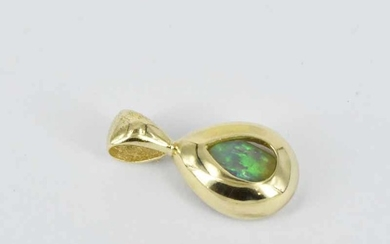 A 9ct YELLOW GOLD PENDANT