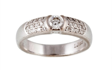 A DIAMOND DRESS RING, with pave shoulders, of approx. 0.50ct...