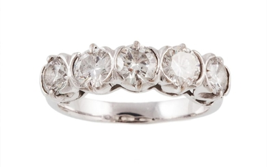 A FIVE STONE DIAMOND RING, of approx. 2.00ct in total G/H VS...