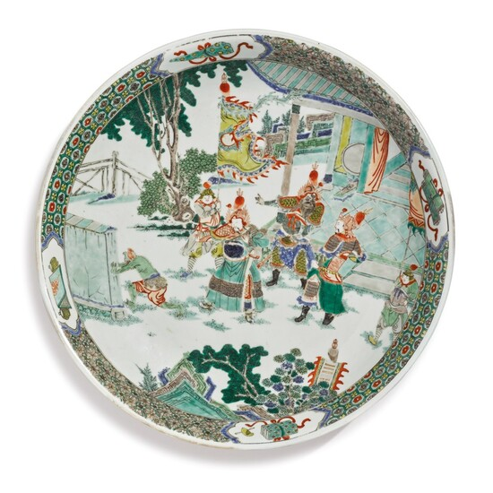 A LARGE FAMILLE-VERTE 'FIGURAL' DISH, QING DYNASTY, KANGXI PERIOD