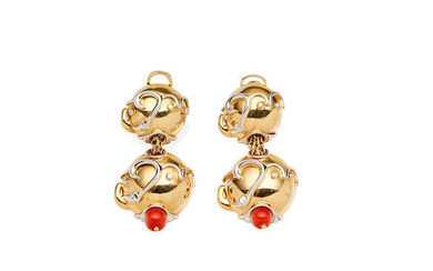 A PAIR OF GOLD, DIAMOND & CORAL PENDENT EARCLIPS