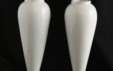 A PAIR OF VASES BY DRIADE H.32CM, LEONARD JOEL LOCAL DELIVERY SIZE: SMALL
