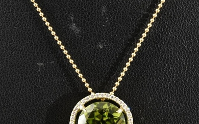 A PERIDOT AND DIAMOND CLUSTER PENDANT, THE PERIDOT OF 5.20CTS AND DIAMONDS WEIGHING 0.32CTS IN 18CT GOLD