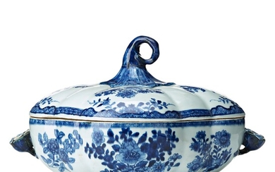 A melon shaped blue and white tureen with cover, Qing dynasty, Qianlong (1736-95).