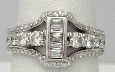 DESIGNER 19k WHITE GOLD 1.00ct BAGUETTE & ROUND VS1-2