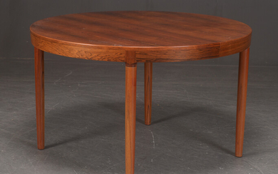 Dining table in rosewood, with two extension leaves. (3)