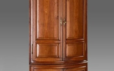 Moulded oak two-body corner opening with two leaves at the top and two at the bottom. Tapered fluted feet.
