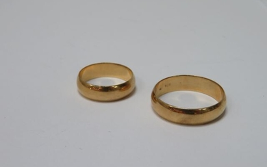 Set of two 18K yellow gold wedding rings. Weight: 9,15 g