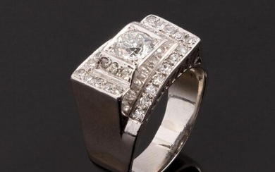 Tank ring in platinum and 18k (750 thousandths) white gold with interlocking shoulders and paved with 8x8 cut diamonds with a central diamond of about 0.35 ct. old fashioned brilliant cut of beautiful purity. Cut repaired with white gold on the ring.
