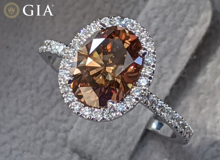 2 Carat GIA Certified Orangy Brown Oval - Low Reserve - 18 kt. White gold - Ring - 2.00 ct Diamond - Diamonds