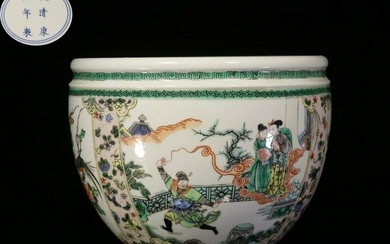 A FAMILLE ROSE VASE WITH FIGURE&FLORAL&BIRDS PATTERN