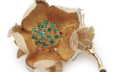 A GOLD, EMERALD AND DIAMOND FLOWER BROOCH
