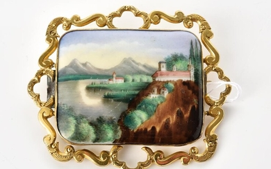 A HAND PAINTED PORCELAIN BROOCH DEPICTING AN EUROPEAN LANDSCAPE, TO A PINCHBECK FRAME, 65x55MM