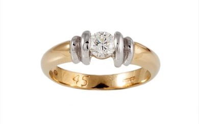 A SOLITAIRE DIAMOND RING, of approx. 0.45ct, mounted in 18ct...