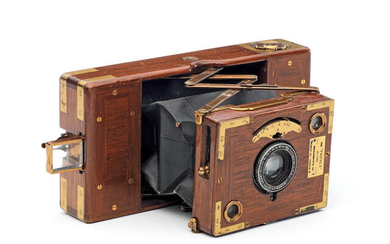 A Stereoscopic Co. parvex deluxe Tropical 120-roll film camera