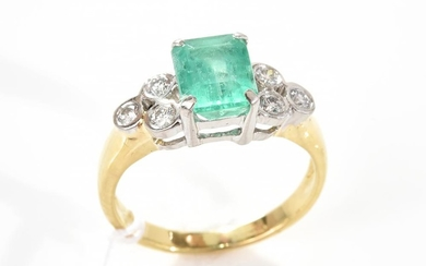 AN EMERALD AND DIAMOND RING IN PLATINUM AND 18CT GOLD