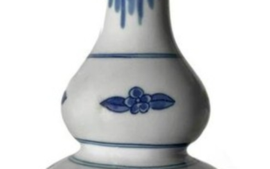 Chinese vase in porcelain double gourd and decorating