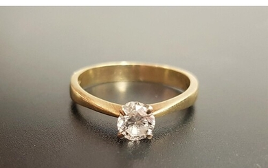 DIAMOND SOLITAIRE RING the round brilliant cut diamond appro...