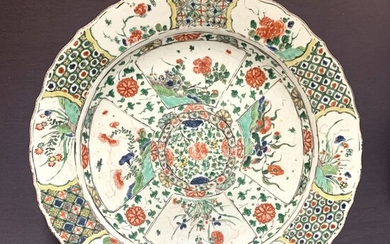 Dish - Famille verte - Porcelain - Chinese - Very large - Artemisia mark - Peonies and florals - Lotus and diaper pattern- China - Kangxi (1662-1722)