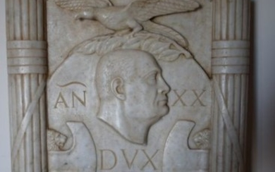Italy - Large marble plate of the Fascist period with effigy of Mussolini and mottos