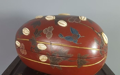 Lacquered box forming watermelon - Red lacquer encrusted with bone - Butterflies - Japan - Meiji period (1868-1912)