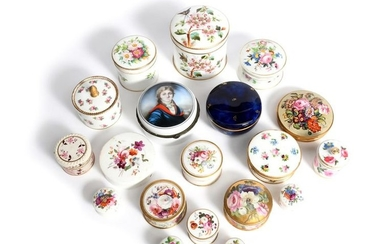 Nineteen dressing table boxes and covers most 19th...
