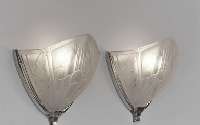 Noverdy - A pair of art deco wall lights, sconces