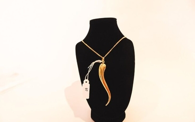 Pendant in chilli pepper and its casting in 18 karat yellow gold, h. 8,5 cm (pendant), 20 g approx.