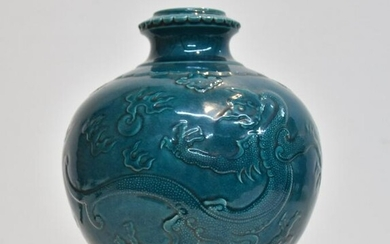 TURQUOISE CHINESE PORCELAIN VASE WITH DRAGONS