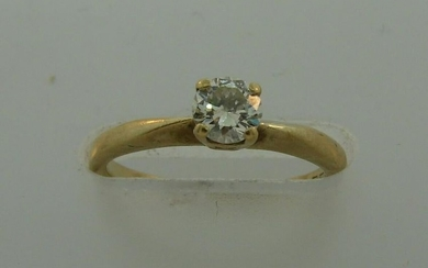 Timeless DIAMOND YELLOW GOLD SOLITAIRE RING Feminine