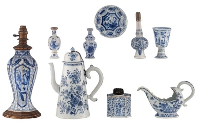 Various Chinese blue and white porcelain, a coffee...