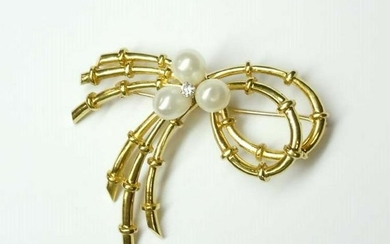 18KT GOLD DIAMOND PEARL BENT BAMBOO ESTATE BROOCH;