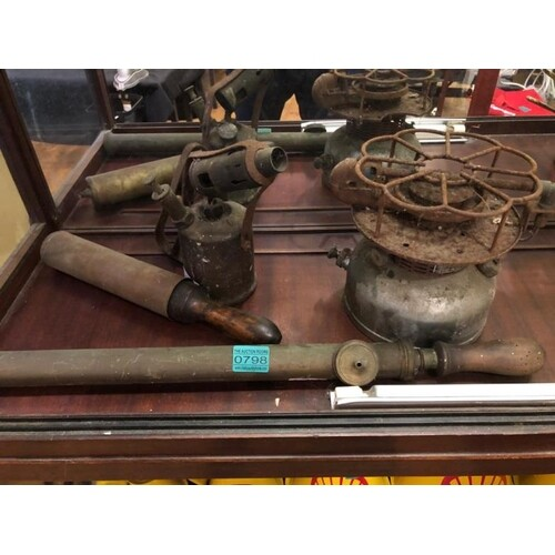 4 x Copper and Brass items - Blow Lamp, Grease Gun, Sprayer,...