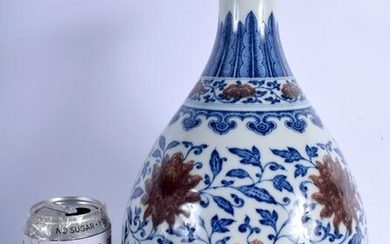 A FINE CHINESE BLUE AND WHITE PORCELAIN VASE bearing