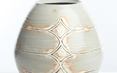 A JAPANESE STUDIO POTTERY VASE 20TH CENTURY