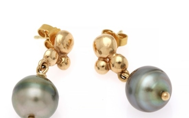 A pair of pearl ear pendants each set with a cultured Tahiti pearl, mounted in 14k gold. L. app. 3 cm. Pearl diam. app. 11.5 mm. (2)