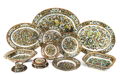 An Assembled Chinese Porcelain Butterfly Pattern Dinner Service